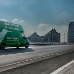 Kiwi Movers van crossing Wandsworth bridge